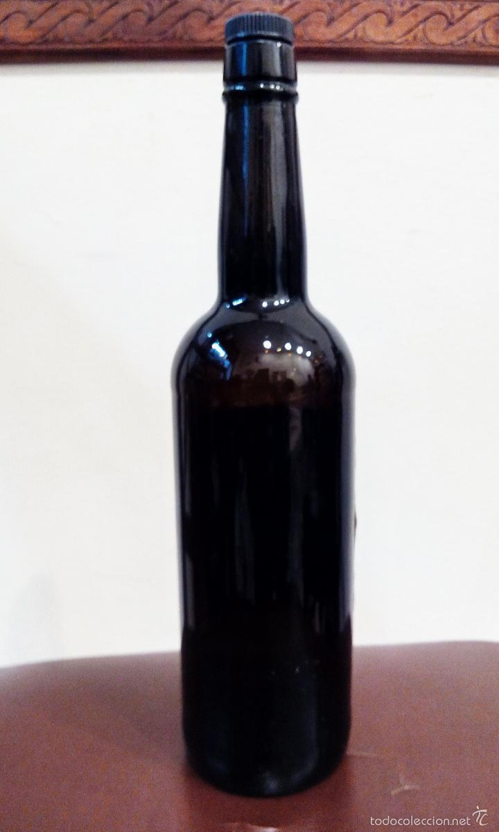 Coleccionismo de vinos y licores: ANTIGUA BOTELLA DE FINO HOMENAJE FRANCO - VACÍA. - Foto 4 - 55570503