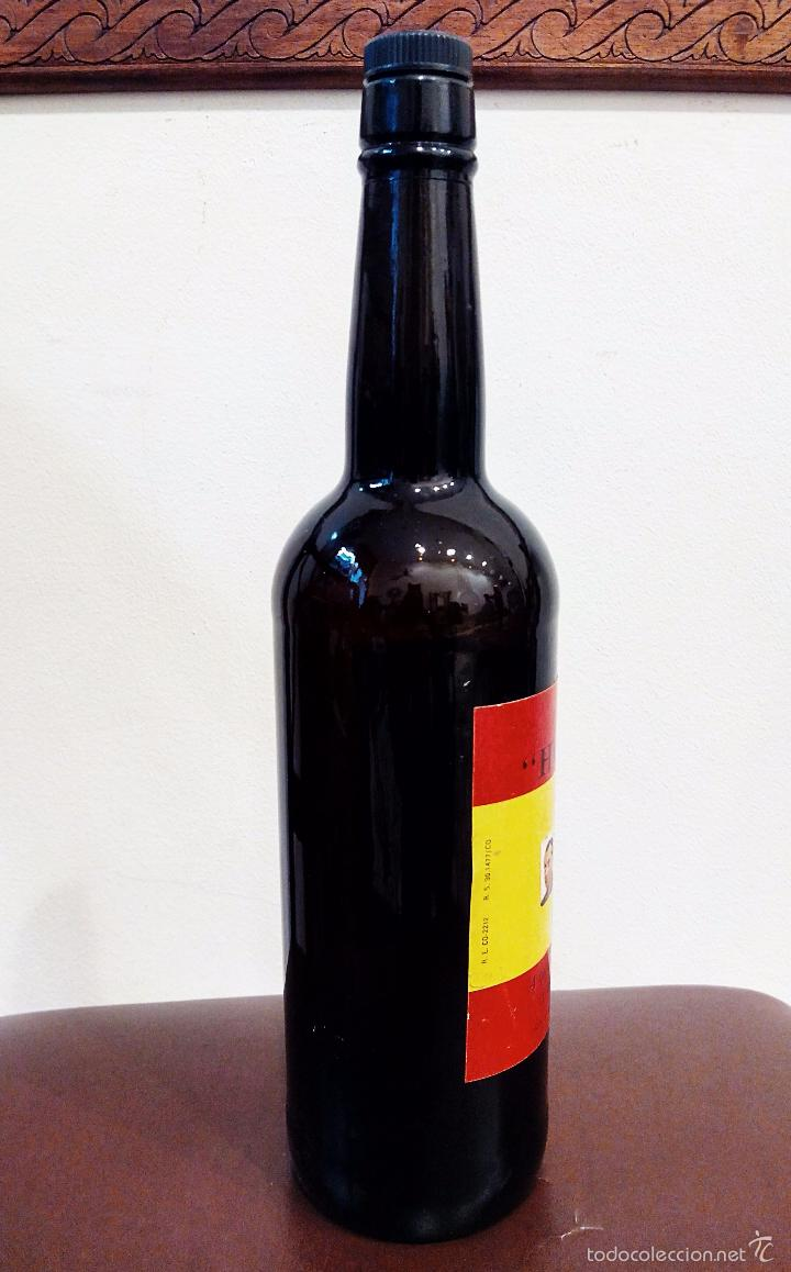 Coleccionismo de vinos y licores: ANTIGUA BOTELLA DE FINO HOMENAJE FRANCO - VACÍA. - Foto 5 - 55570503