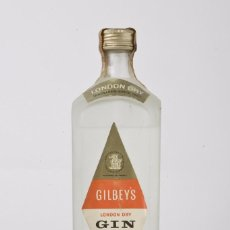 Coleccionismo de vinos y licores: ANTIGUA BOTELLA GIN GILBEYS LONDON DRY, SIN ABRIR PRECINTO 80 CENTIMOS. Lote 55690280
