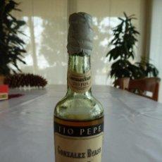 Coleccionismo de vinos y licores: MINI BOTELLA BOTELLIN DE VINO TÍO PEPE. BODEGAS GONZALEZ BYASS Y Cª. JEREZ DE LA FRONTERA. Lote 55809901