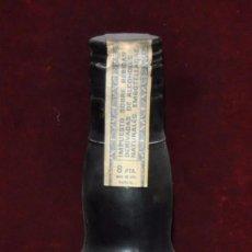 Coleccionismo de vinos y licores: ANTIGUA BOTELLA DE RON BARBACOA. PRECINTADA. Lote 130901717