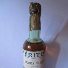 Coleccionismo de vinos y licores: BOTELLIN BOTELLA PEQUEÑA MARQUES DEL MERITO JEREZ VIEJO SECO JEREZ DE LA FRONTERA PRECINTO 0,25 PTAS. Lote 70190198