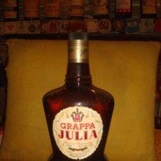 "Coleccionismo de vinos y licores: BOTELLA MAGNUM GRAPPA ""JULIA""RISERVA STRAVECCHIA. ITALIA. 1,5L. LLENA Y SIN ABRIR. TAPÓN ROSCA.C1980. Lote 57702775"