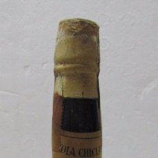 Coleccionismo de vinos y licores: BOTELLA DE IMBATIDO. BERCHAMANS SAN SEVERIANO. JUVENIL 1962-63. VINICOLA CHICLANA. FIRMADO JUGADORES. Lote 57762869