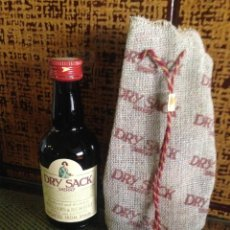 Coleccionismo de vinos y licores: BOTELLIN DRY SACK SHERRY WILLIAMS AND HUMERT IMPORTED FROM SPAIN. Lote 57775073