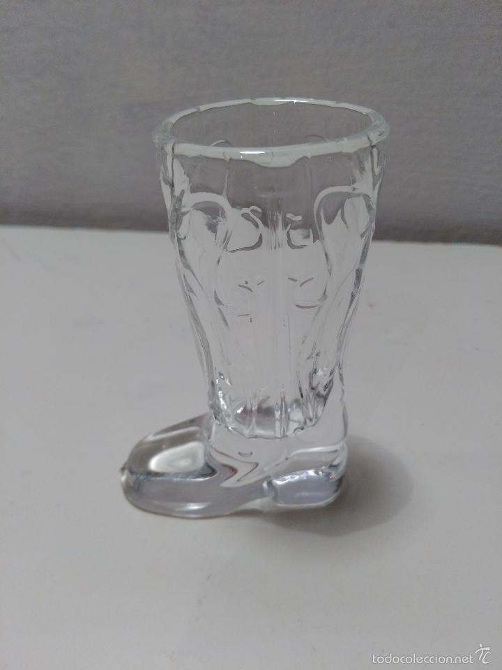 Coleccionismo de vinos y licores: Vaso de chupito de cristal en forma de bota. - Foto 2 - 58302237