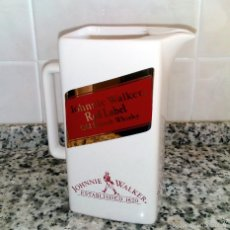 Coleccionismo de vinos y licores: JARRA DE CERÁMICA JOHNNIE WALKER RED LABEL OLD SCOTCH WHISKY. Lote 58412482