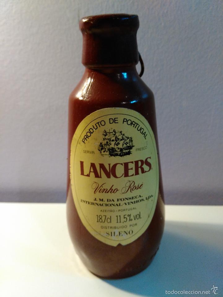 BOTELLIN DE VINO ROSADO IMPORTADA LANCERS. J.M. DA FONSECA INTERNATIONAL VINHOS LDA. PORTUGAL. (Coleccionismo - Botellas y Bebidas - Vinos, Licores y Aguardientes)