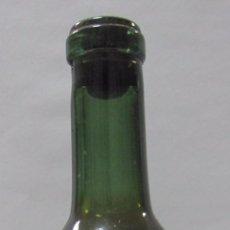 Coleccionismo de vinos y licores: BOTELLA DE VINO SECO JOSE BUSTAMANTE. 1961. JEREZ DE LA FRONTERA. 24,5 CM DE ALTO.. Lote 58679507