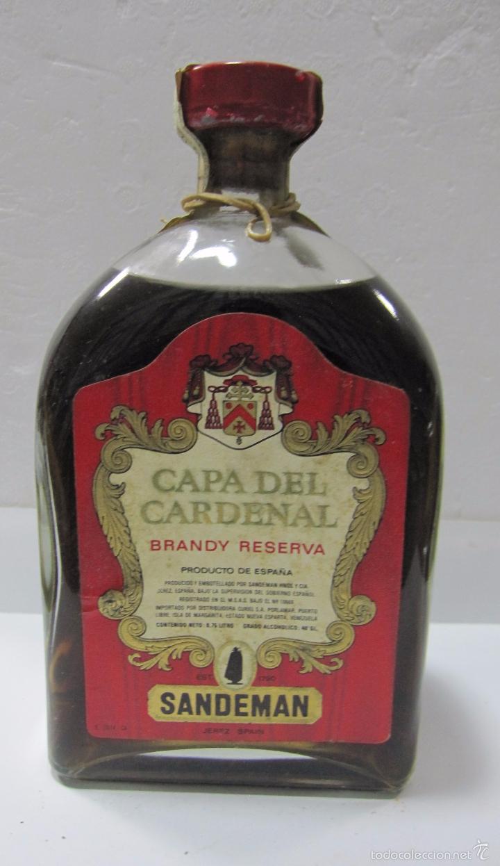 BOTELLA DE BRANDY RESERVA. CAPA DEL CARDENAL. SANDEMAN. JEREZ DE LA FRONTERA. (Coleccionismo - Botellas y Bebidas - Vinos, Licores y Aguardientes)
