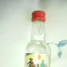 Coleccionismo de vinos y licores: ANTIGUO BOTELLIN DE TEQUILA ZAPATA. Lote 60199947