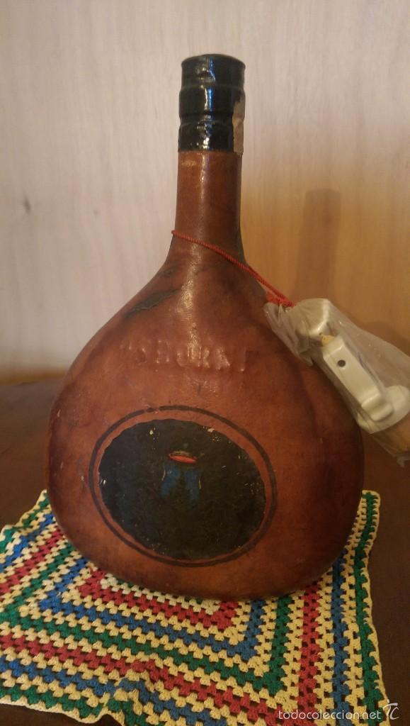 Coleccionismo de vinos y licores: Botella piel Brandy Magno Osborne - Foto 3 - 60392559
