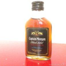 Coleccionismo de vinos y licores: BOTELLÍN CAPTAIN MORGAN JAMAICA RUM BLACK LABEL - CAPTAIN MORGAN LTD - AÑO 1974 - LONDON JAMAICA . Lote 60844355