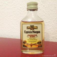 Coleccionismo de vinos y licores: BOTELLÍN CAPTAIN MORGAN JAMAICA RUM - CAPTAIN MORGAN LTD - AÑO 1974 - LONDON JAMAICA . Lote 60844427