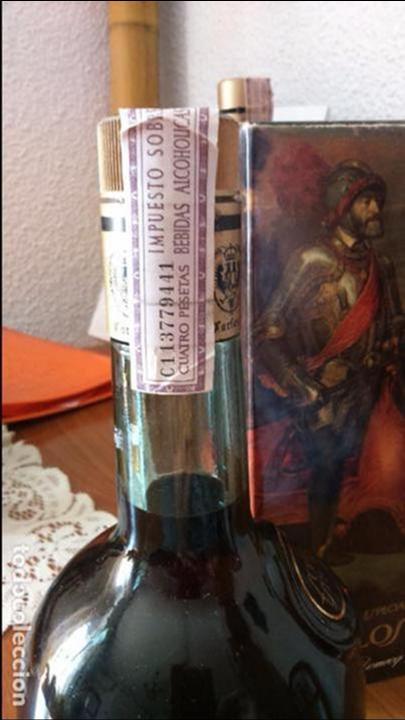 Coleccionismo de vinos y licores: Botella de brandy solera especial carlos I, precinto 4 pts - Foto 3 - 61970176