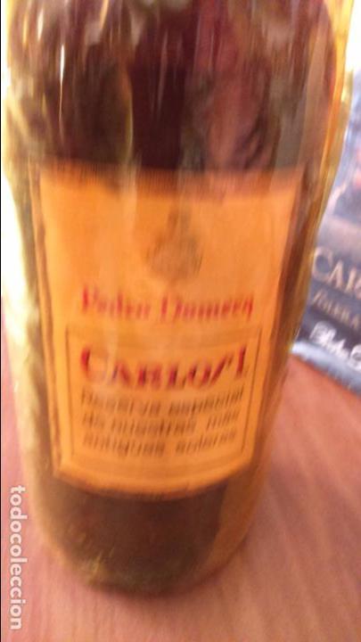 Coleccionismo de vinos y licores: Botella de brandy solera especial carlos I, precinto 4 pts - Foto 4 - 61970740