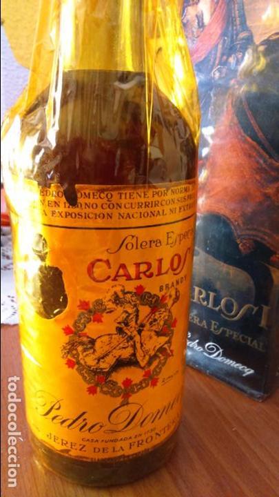 Coleccionismo de vinos y licores: Botella de brandy solera especial carlos I, precinto 4 pts - Foto 5 - 61970740