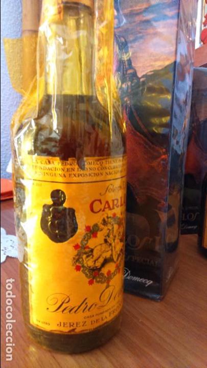 Coleccionismo de vinos y licores: Botella de brandy solera especial carlos I, precinto 4 pts - Foto 6 - 61970740
