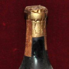 Coleccionismo de vinos y licores: BOTELLA ANTIGUA DE BRANDY ALTAM'S DESTILERIAS ALTIMIRAS 80 CENTIMOS PRECINTO IMPUESTO SELLO. Lote 64669111