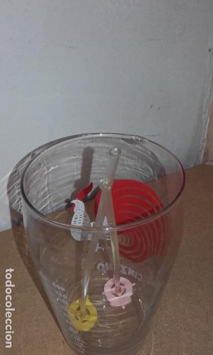 Coleccionismo de vinos y licores: ANTIGUO VASO MEZCLADOR - MEDIDOR CINZANO CON AGITADOR - Foto 5 - 64678403