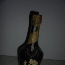Coleccionismo de vinos y licores: ANTIGUA BOTELLA DE LICOR BENEDICTINE D.O.M LE DIRECTEUR 43º ELABORADA EN PASAJES POR LA SOCIEDAD . Lote 94543468