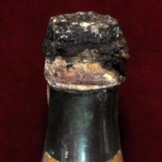 Coleccionismo de vinos y licores: ANTIGUO BOTELLIN DE BRANDY TRES COSACOS. DESTILERIAS ALTIMIRAS. Lote 65743706