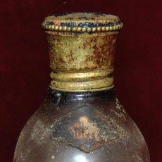 Coleccionismo de vinos y licores: ANTIGUO BOTELLIN DE LICOR ESTOMACAL. ALTAMS. DESTILERIAS ALTIMIRAS. Lote 65750294