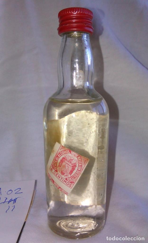 Coleccionismo de vinos y licores: Botellín de RON. GISBERT Y CÍA., S.L. DESTILERÍAS SERPIS. ALCOY. BOTELLITA de muestra. A0207. - Foto 2 - 67667685