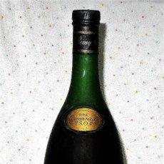 Coleccionismo de vinos y licores - ANTIGUA BOTELLA 70 CL COGNAC REMY MARTIN LLENA COÑAC - 68389341
