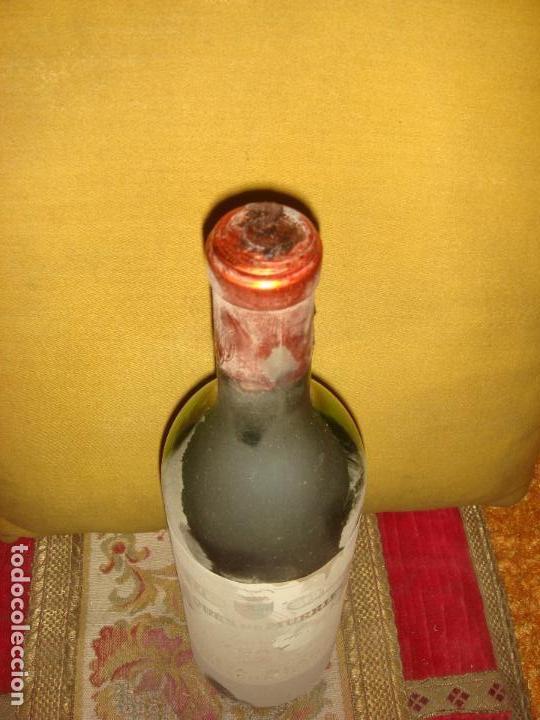 Coleccionismo de vinos y licores: ANTIGUA BOTELLA DE VINO DE RIOJA MARQUES DE MURRIETA. ETIQUETA BLANCA. COSECHA 1967 - Foto 3 - 68849909