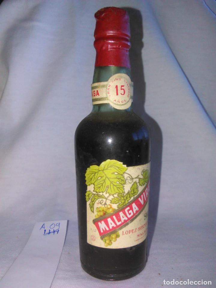 Coleccionismo de vinos y licores: BOTELLÍN. MÁLAGA VIRGEN SWEET. DULCE. LÓPEZ HERMANOS, S.A. BOTELLA pequeña ANTIGUA. SA. A0905. - Foto 2 - 68960569