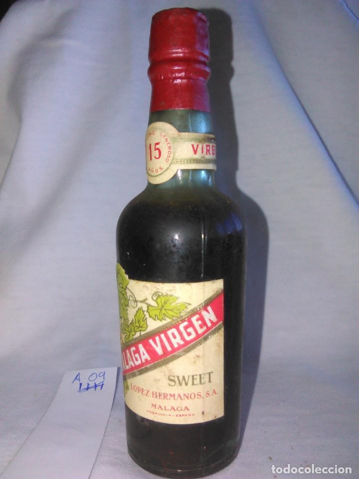Coleccionismo de vinos y licores: BOTELLÍN. MÁLAGA VIRGEN SWEET. DULCE. LÓPEZ HERMANOS, S.A. BOTELLA pequeña ANTIGUA. SA. A0905. - Foto 3 - 68960569