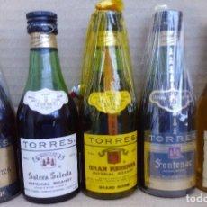 Coleccionismo de vinos y licores: 5 BOTELLINES DE LA CASA TORRES. Lote 69767297