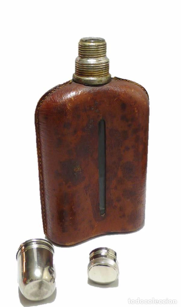 Coleccionismo de vinos y licores: Antigua petaca vidrio,cuero y metal cromado- Mediados S.XX - Foto 3 - 71689547