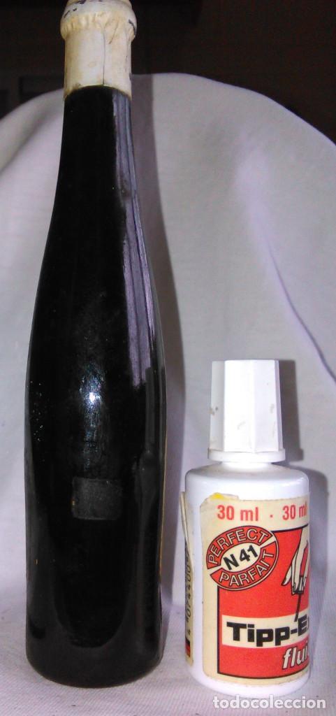 Coleccionismo de vinos y licores: Botellín de Vino Montilla Moriles C.B. Bodegas Alvear, S.A. CD, SA. Botella en miniatura. A1421. - Foto 2 - 114837878