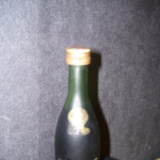 Coleccionismo de vinos y licores: BOTELLA MINIATURA COGNAC REMY MARTIN - GRANDE FINE CHAMPAGNE - LLENA . Lote 75483407
