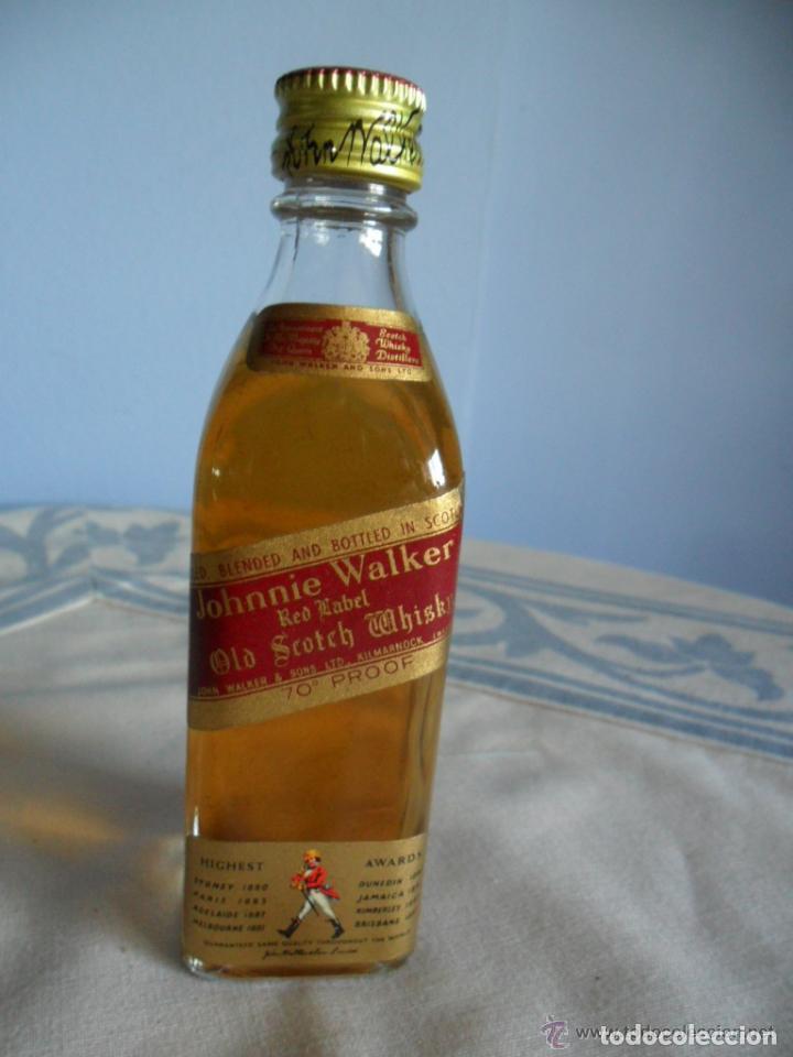 BOTELLIN WHISKI JOHNNIE WALKER (Coleccionismo - Botellas y Bebidas - Vinos, Licores y Aguardientes)
