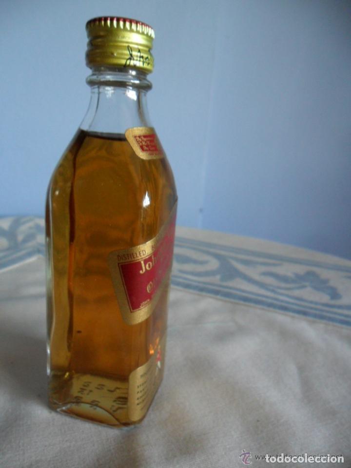 Coleccionismo de vinos y licores: BOTELLIN WHISKI JOHNNIE WALKER - Foto 2 - 77264245