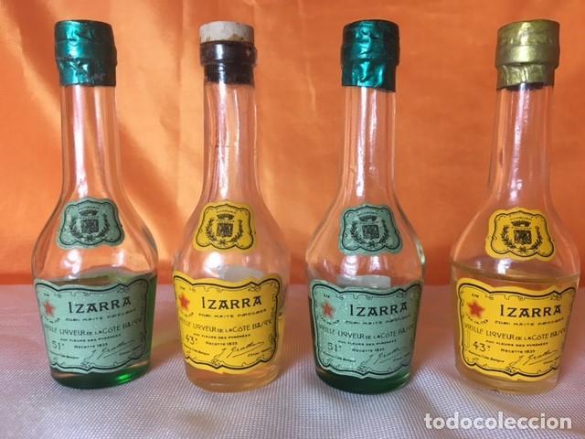4 BOTELLITAS DE LICOR IZARRA SELLO 50 CENTIMOS (Coleccionismo - Botellas y Bebidas - Vinos, Licores y Aguardientes)