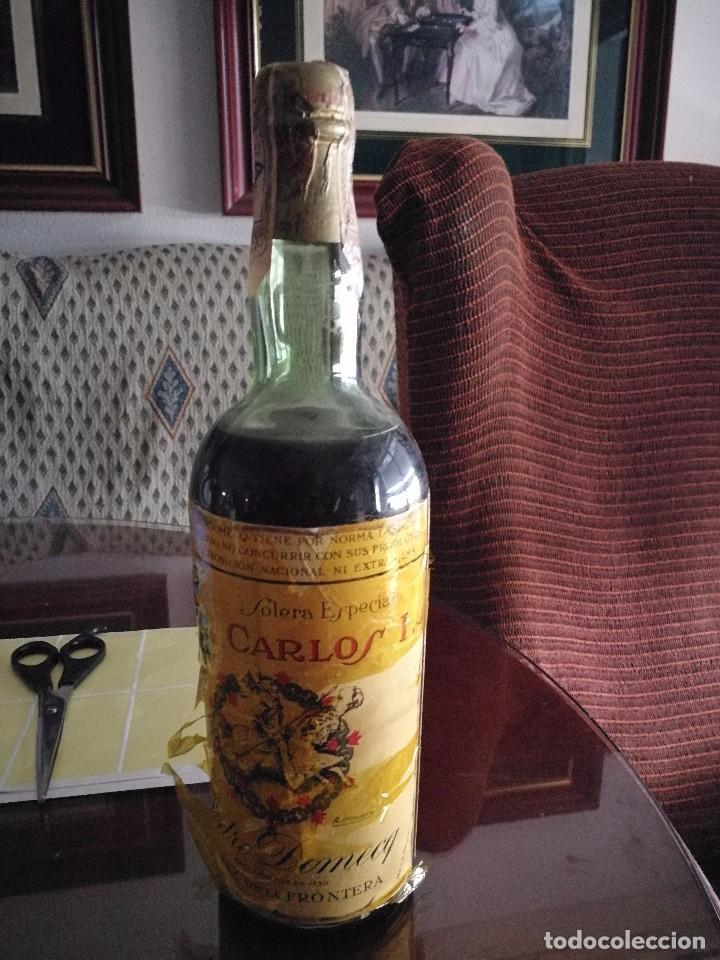 Coleccionismo de vinos y licores: BOTELLA BRANDY CARLOS I AÑOS 50 - Foto 2 - 81703976