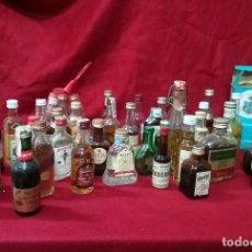 Coleccionismo de vinos y licores: BOTELLITAS DE LICORES. LOTE DE 49 BOTELLITAS TODAS DIFERENTES BOTELLAS DE ALCOHOL. Lote 84730684