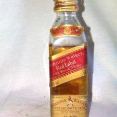 Coleccionismo de vinos y licores: BOTELLÍN DE PLÁSTICO DE JOHNNIE WALKER RED LABEL OLD SCOTCH WHISKY. 5CL. ESCOCÉS. A3511.. Lote 85005024