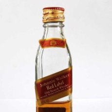 Coleccionismo de vinos y licores: BOTELLÍN JOHNIE WALKER RED LABEL. OLD SCOTCH WHISKY. Lote 85212616