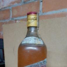 Coleccionismo de vinos y licores: JOHNNIE WALKER RED LABEL MUY ANTIGUO. Lote 85254548