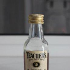 Coleccionismo de vinos y licores: BOTELLIN DE WHISKY ESCOCES TEACHER'S. DESTILERIAS TEACHER'S E HIJOS. GLASGOW, ESCOCIA. 10 CMS. Lote 86591424