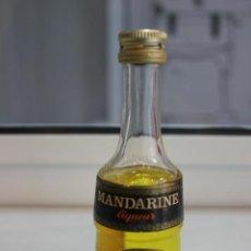 Coleccionismo de vinos y licores: BOTELLIN DE LICOR DE MANDARINA. DESTILERIAS MARIE BRIZARD. BORDEAUX. FRANCIA. 11 CMS. Lote 88012472