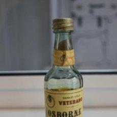 Coleccionismo de vinos y licores: BOTELLIN DE BRANDY VIEJO VETERANO OSBORNE. PUERTO DE SANTA MARIA. 12,5 CMS. Lote 88015092
