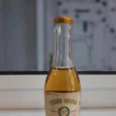 Coleccionismo de vinos y licores: BOTELLÍN DE TRES COPAS. BRANDY JEREZANO. GONZALEZ BYASS JEREZ. 12 CMS. Lote 88016828