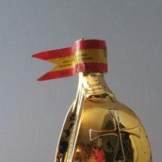 Coleccionismo de vinos y licores: QUITAPENAS DORADO BOTELLA VINO MALAGA ANIVERSARIO DESCUBRIMIENTO AMÉRICA 1992 FORMA SANTA MARIA. Lote 90203663