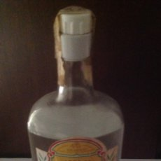 Coleccionismo de vinos y licores: BOTELLA ANTIGUA GINEBRA MACHAQUITO PRECINTO 4 PTAS.. Lote 94871787